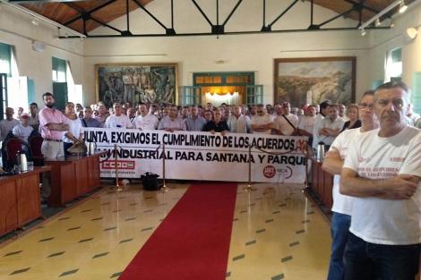Trabajadores de Santana en el pleno. | Manuel Cuevas