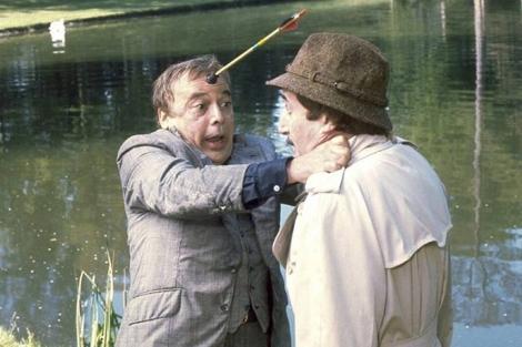 Herbert Lom (izquierda) en un fotograma de 'La pantera rosa ataca de nuevo' (1976).