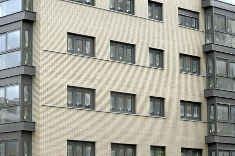 Bloque de viviendas nuevas en Madrid con varios pisos en venta. | Julián Jaén