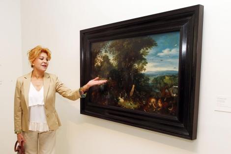 La baronesa con un cuadro en la exposiciónpara la que se hizo el polémico transporte.   ELMUNDO.es