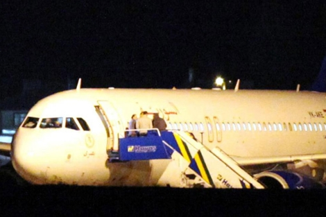 Imagen del avión sirio que ha sido forzado a aterrizar en Ankara | Afp