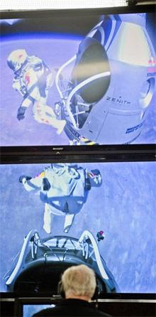 Dos momentos del saltos, vistos desde el control en tierra. | Efe