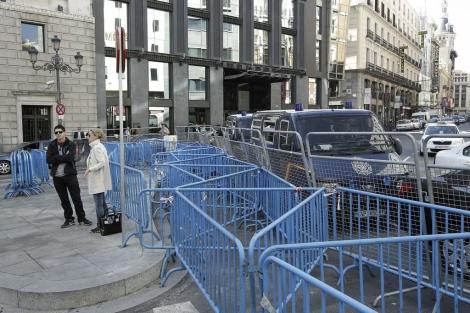 Despliegue de seguridad en torno al Congreso este martes. | Efe