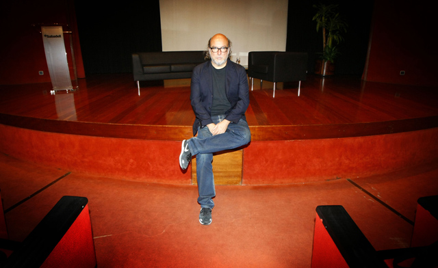 Toni Segarra, durante la entrevista, en el Auditorio Sabadell Cam de Alicante. | Manuel Lorenzo