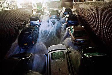Coches inundados es un parking de Nueva York. | Reuters