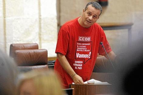 El portavoz de IU, José Antonio Castro, durante un pleno del Parlamento. | J. Morón