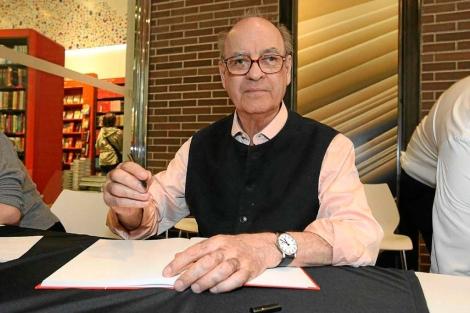 El dibujante Quino en la Feria de Sant Jordi. | E.M.