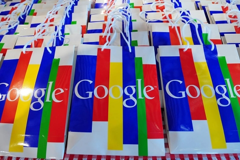 Bolsas con el logo de Google.| Afp