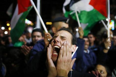 Alegría entre los palestinos concentrados en Ramallah. | Reuters