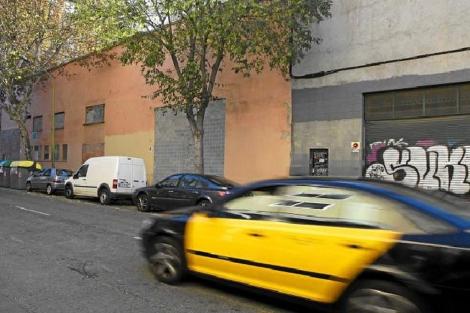 Nave industrial de la calle de Pamplona en Barcelona.   Antonio Moreno height=313