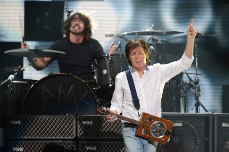 Paul McCartney y Dave Grohl, anoche en el Madison. | AFP.