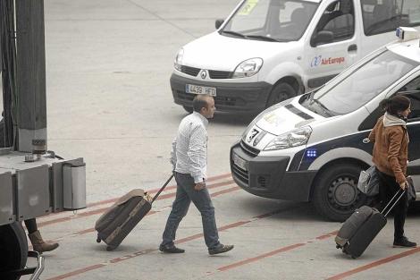 Ángel Carromero, a su llegada al aeropuerto de Barajas, el pasado 29 de diciembre. | Alberto di Lolli