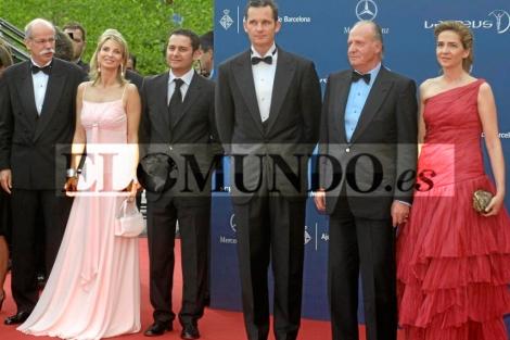 Urdangarin, el Rey y Corinna en los premios Laureus World Sports.   D. R.