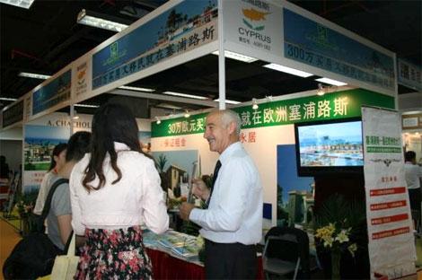 Un empresario de Chipre en la última feria Internacional Inmobiliaria de Pekín. | Elmundo.es