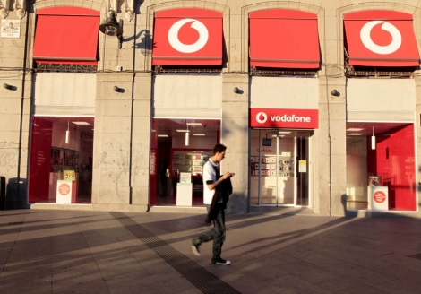 Tienda de Vodafone en la Puerta del Sol. | Begoa Rivas