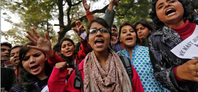 Mujeres protestan contra las violaciones de la India. | Reuters