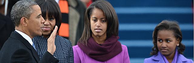 Obama jura su cargo en el Capitolio en presencia de su esposa Michelle y sus hijas Malia y Sasha. | Afp