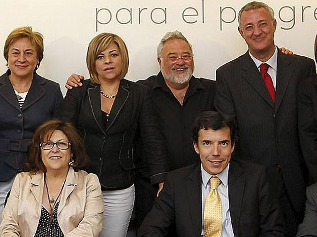 A la derecha de la imagen, Carlos Mulas (sentado) y Jesús Caldera (de pie), junto a George Lakoff y Elena Valenciano.