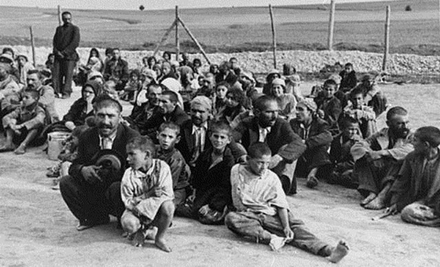 Un grupo de romaníes prisioneros, en el campo de concentración de Belzec.| MÁS FOTOS