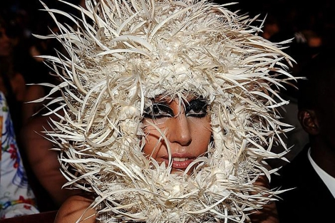 La cantante Lady Gaga con uno de sus extravagantes looks