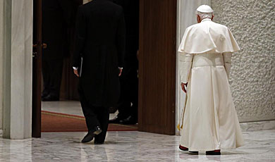 El Papa sale del Aula Pablo VI del Vaticano. | Reuters