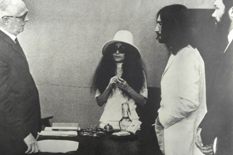 Yoko Ono y John Lennon, el día de su boda en 1969.