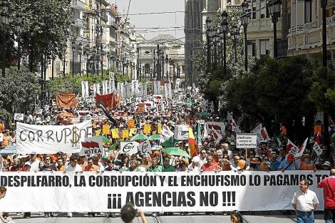 Manifestación de funcionarios contra la 'ley del enchufismo', en 2011. | E. Lobato