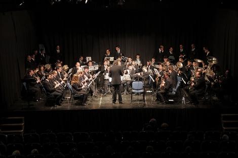 La banda de música 'La Soledad' de Cantillana, durante un concierto.   ELMUNDO.es