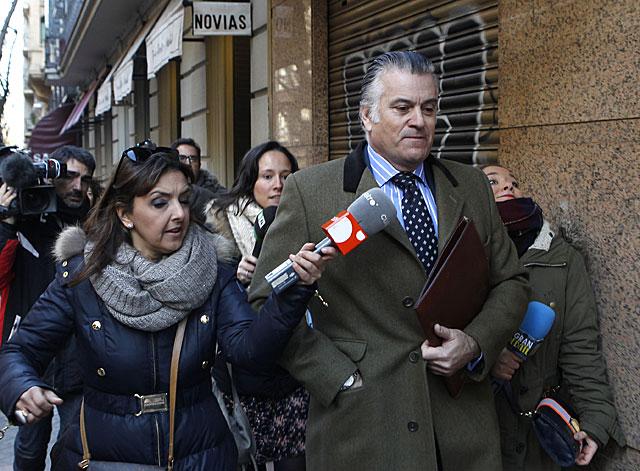 Luis Bárcenas, perseguido por la prensa el pasado 5 de febrero. | Antonio Heredia