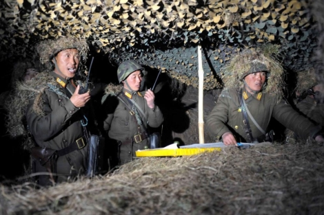 Soldado norcoreanos, durante una práctica militar. | Afp
