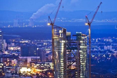 Vista de la construcción de torres gemelas como sede futura del Banco Central Europeo. | Efe