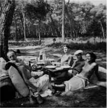 'Picnic' (Lee Miller, Francia, 1937). | © Lee Miller Archives, Inglaterra 2013. Todos los derechos reservados.