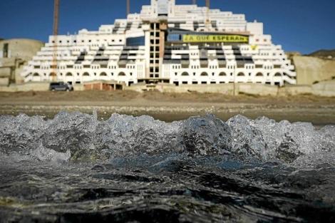 Aspecto actual del hotel ilegal de la playa de El Algarrobico (Almería). | Pedro Armestre