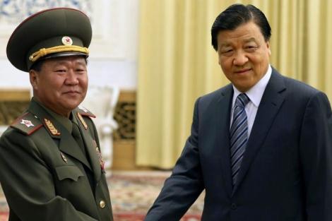 Liu Yunshan, del Comité Permanente chino, y el enviado norcoreano Choe Ryong-hae. | Reuters