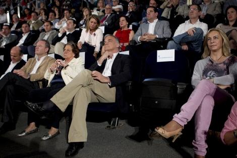 El asiento vacío con el letrero de Rita Barberá, junto a Sonia Castedo. | Foto: Vicent Bosch
