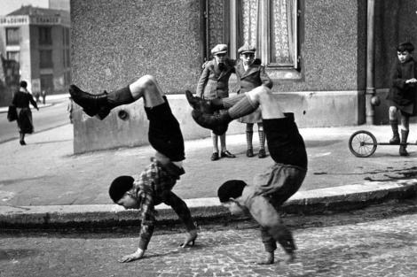 'Los hermanos', imagen de Robert. Doisneau. | Museo de Fotografía de Rotterdam