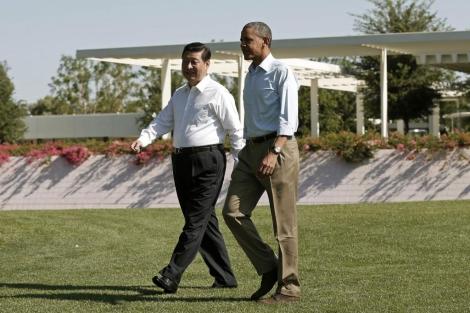 Barack Obama y Xi Jinping pasean por los jardines del Rancho Mirage. | Reuters