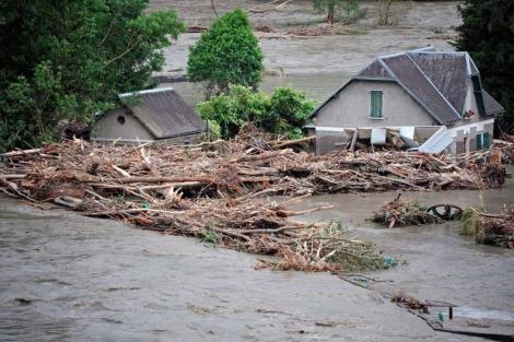 El agua ha sumergido varias casas.| Afp