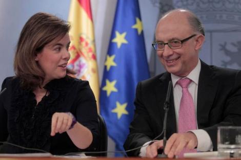 La vicepresidenta y el ministro de Economía durante el anuncio de la subida. | Antonio Heredia