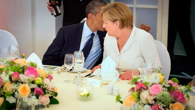 Obama charla con Merkel en una visita a Alemania. | Efe