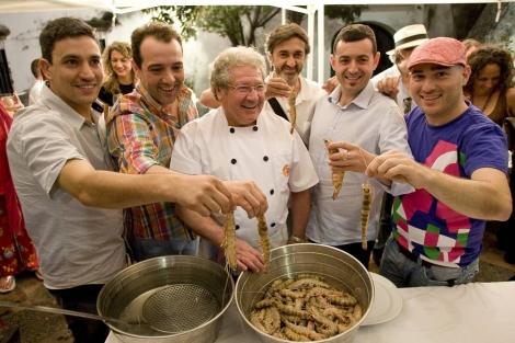 Varios cocineros junto a Fernando Bigote en el evento de Barbadillo. | J.F. Ferrer