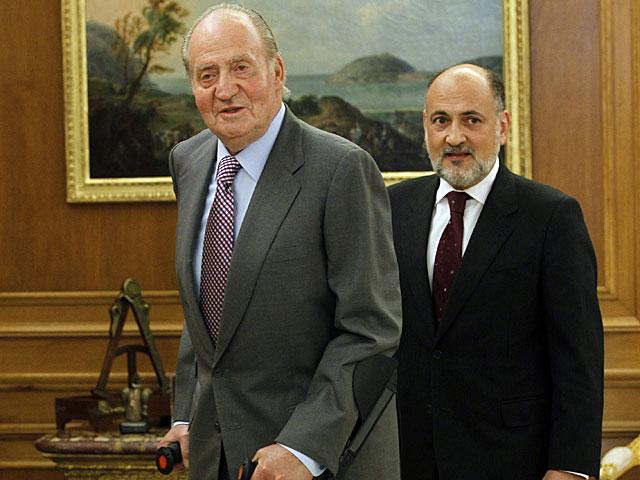 El Rey recibiendo al nuevo presidente del Tribunal Constitucional, Francisco Pérez de los Cobos, el pasado junio. | J.J. Guillén/ Efe