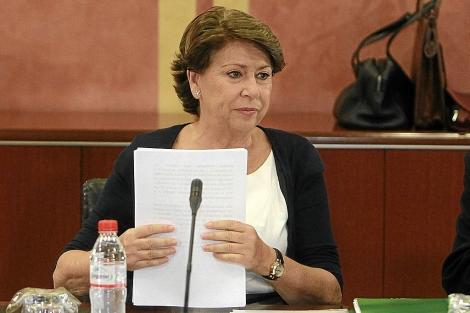 La ex ministra Álvarez, en su comparecencia ante el Parlamento por los ERE.   C. Márquez