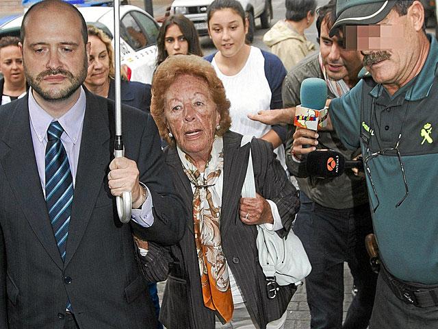 La abuela paterna de Letizia Ortiz, Menchu Álvarez, a su llegada a los juzgados. | Alberto Morante / Efe