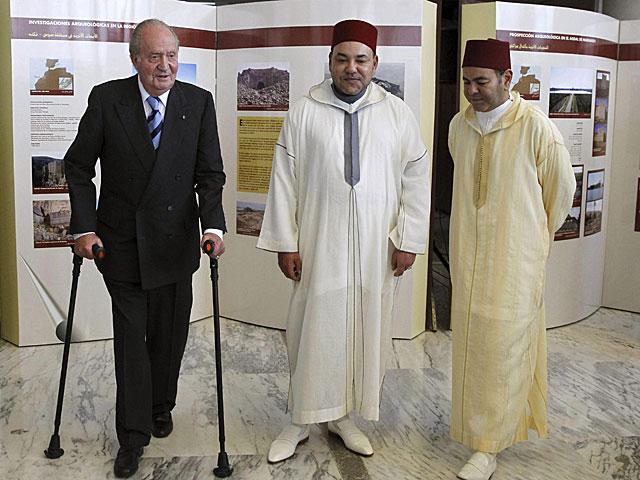 El Rey Juan Carlos, el Rey Mohamed VI, y su hermano Mulay Rachid en Rabat. | J.J. Guillén / Efe