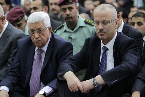 Abu Mazen (izqda.) y Rami Hamdala celebran el fin del Ramadán. | Afp
