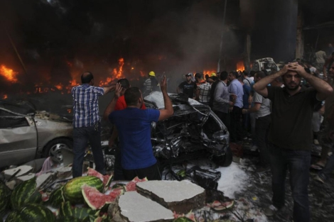 La gente reacciona tras la explosión.| Reuters
