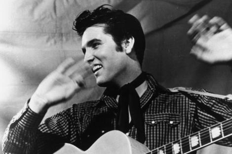 El artista con su guitarra Gibson J-200 en 1957.| AP
