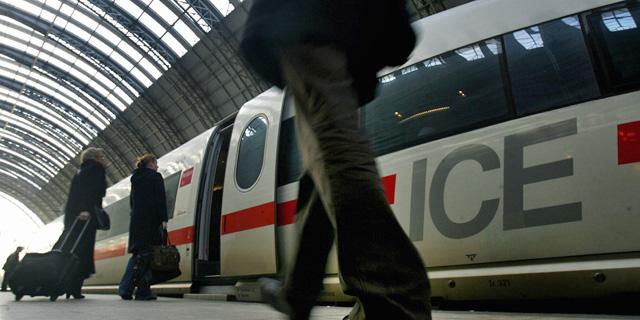 Tren de alta velocidad en la estación de Frankfurt.   Reuters