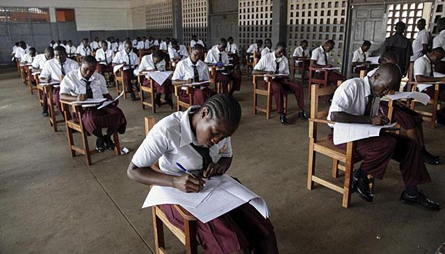 Imagen de alumnos liberianos en el examen de acceso a la Universidad. | Efe